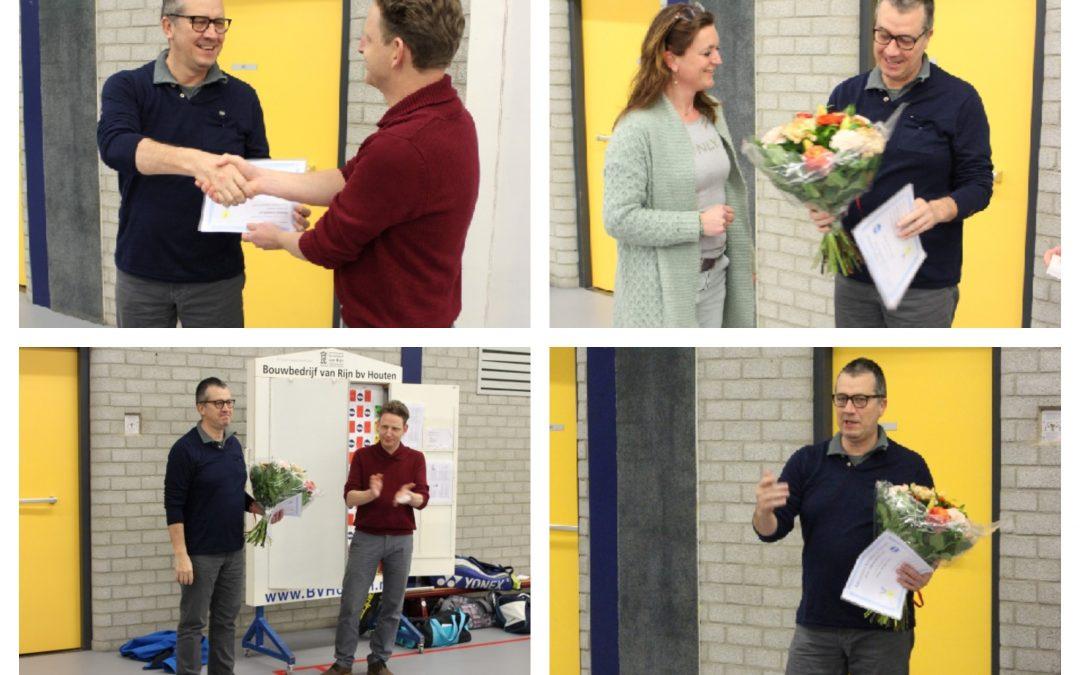 Peter van der Wens gehuldigd als erelid van Badminton Vereniging Houten